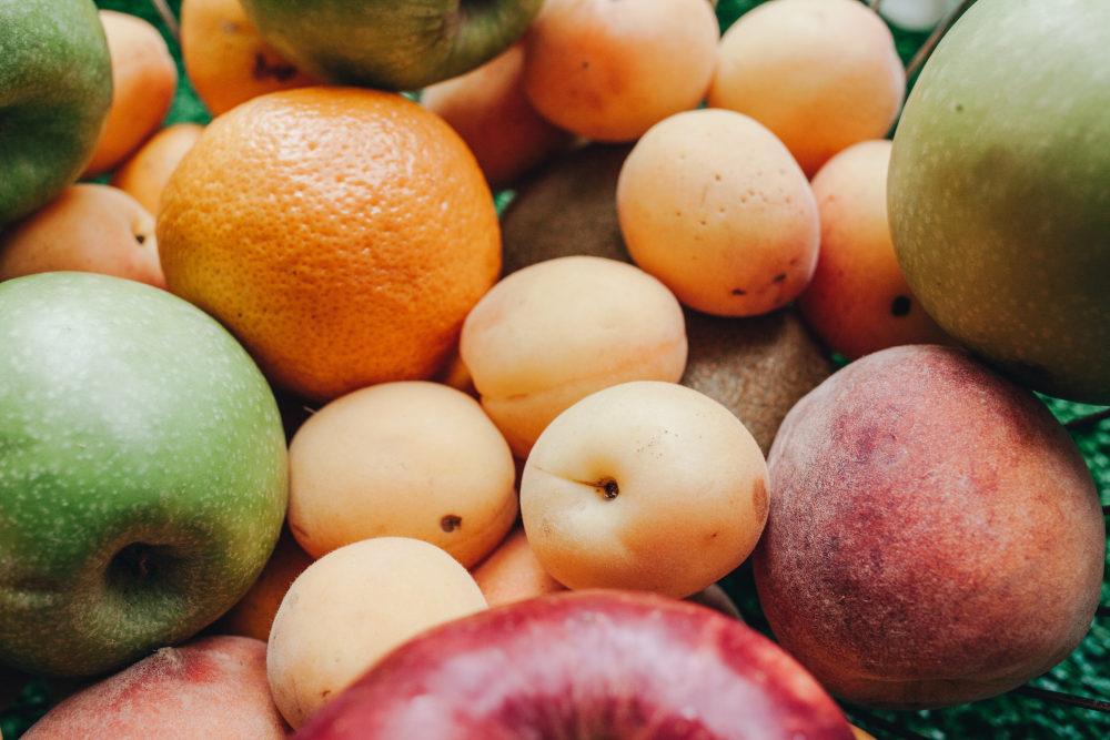 fructe mere portocale piersici